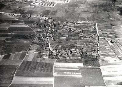 13 Luchtfoto Broeksittard, 1955