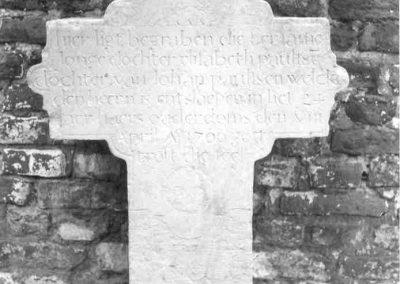 2009 Oude grafstenen kregen een nieuw plaatsje