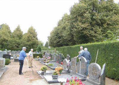 2012 1 Nieuwe grindlaag op hele kerkhof
