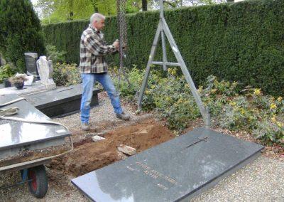 2014 01 Een grafmonument voor de zuster die Broeksuitard verlaten